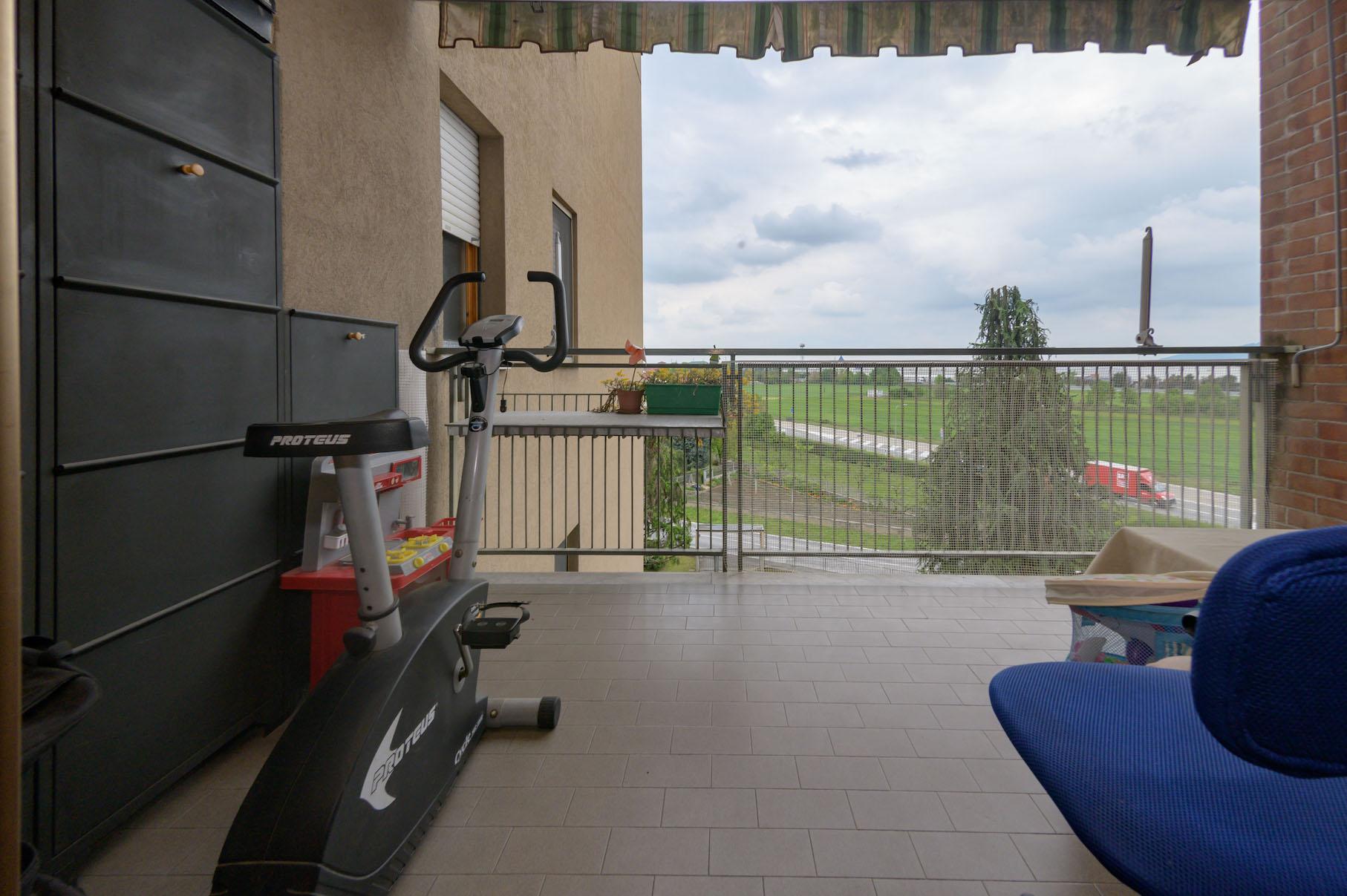 Volpiano - 8 Balcone Camera