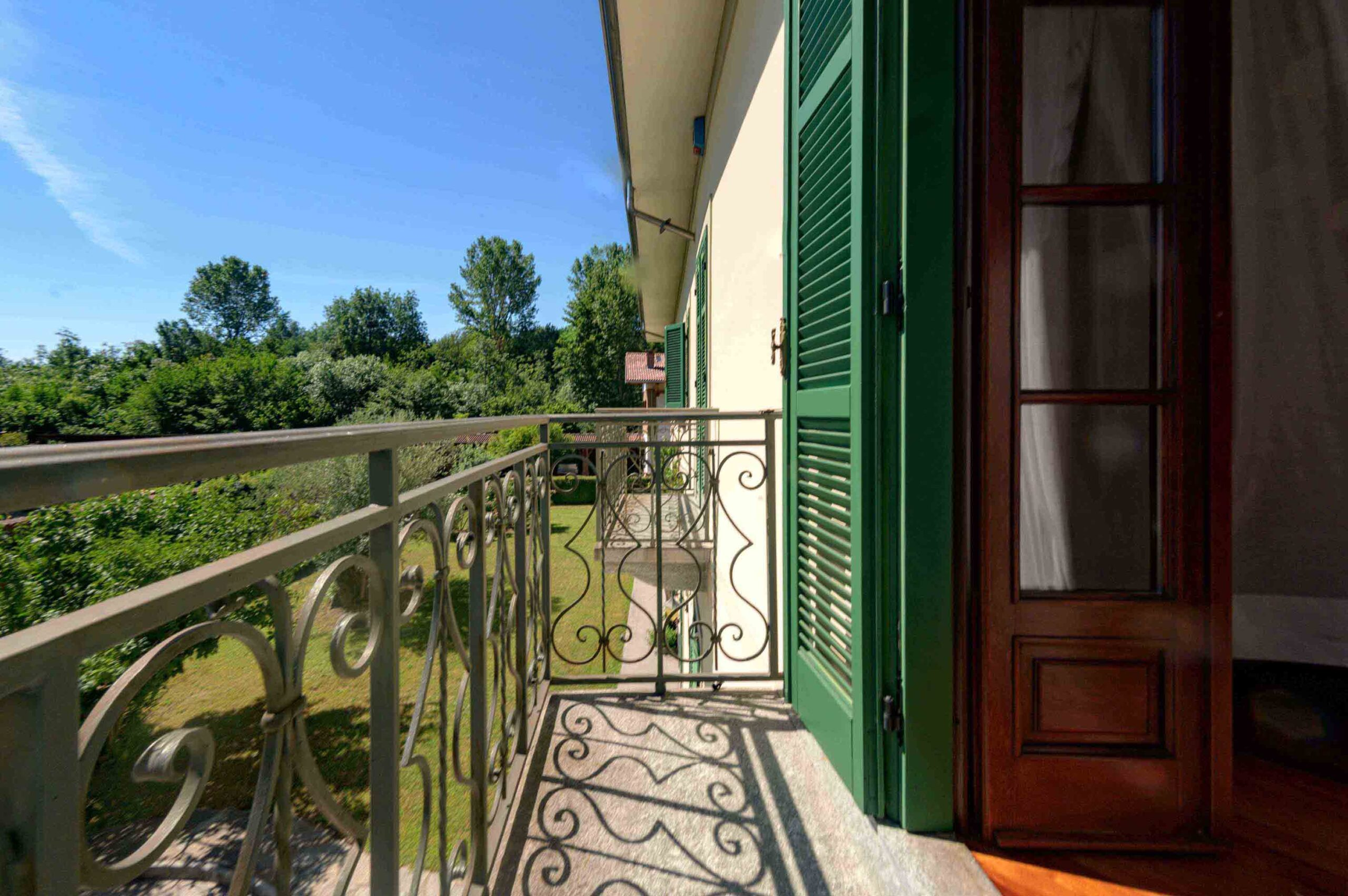 Almese 2 Edificio Principale 2 Primo Piano 7 Balconi Camere-3